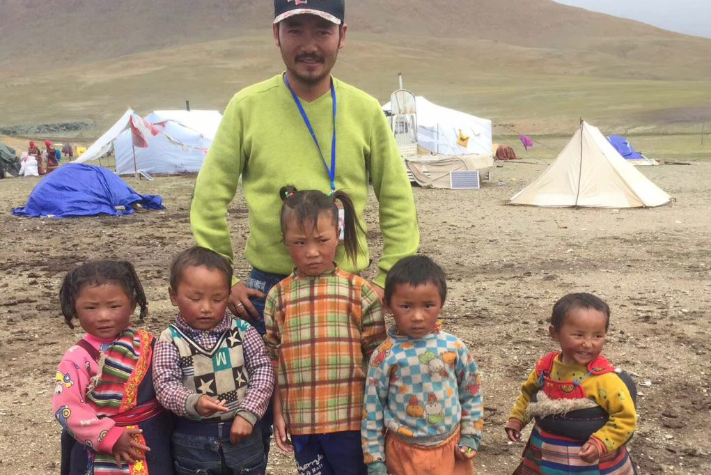 Helping children in nomad communities in Tibet