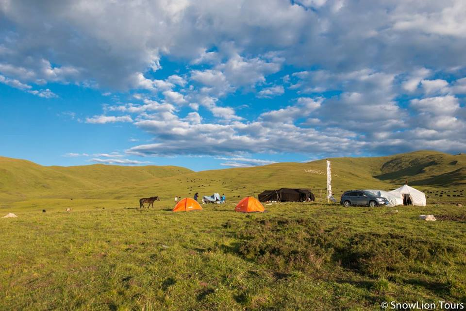 Nomad stay and trekking are some of the eco tourism activities of Snowlion tour company in Tibet