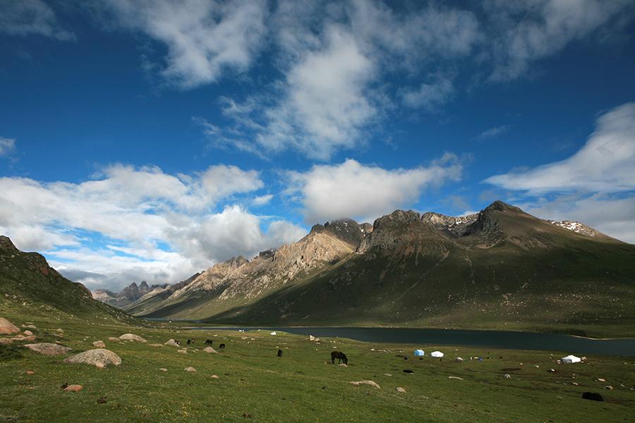 Ngotso Lake in Mt. Nyenpo Yurtse Amdo-Tibet